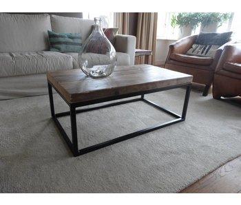 PURE wood design 'Hindholm' Industriële salontafel balkenhout met stalen frame