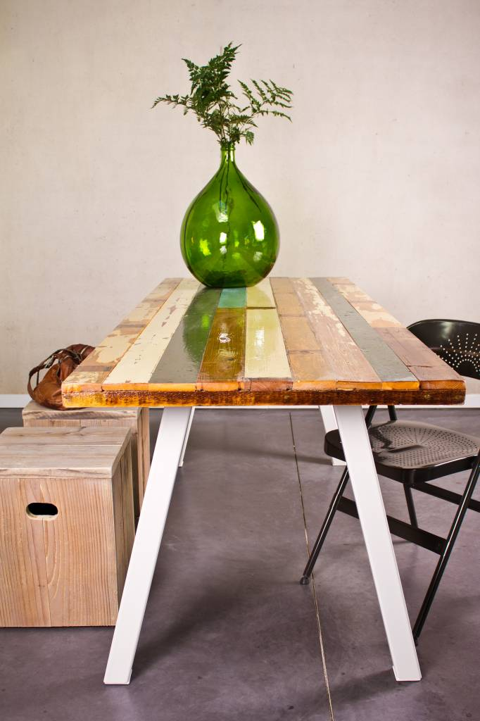 Pure wood design tisch aus recyceltem holz mit stahlbeinen for Tisch design wood