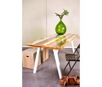 Table en bois de couleur avec pied en acier