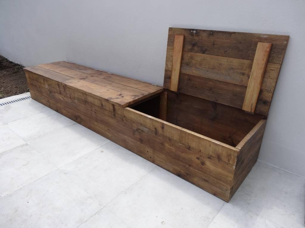 houten opbergbank buiten halve parasol. Black Bedroom Furniture Sets. Home Design Ideas