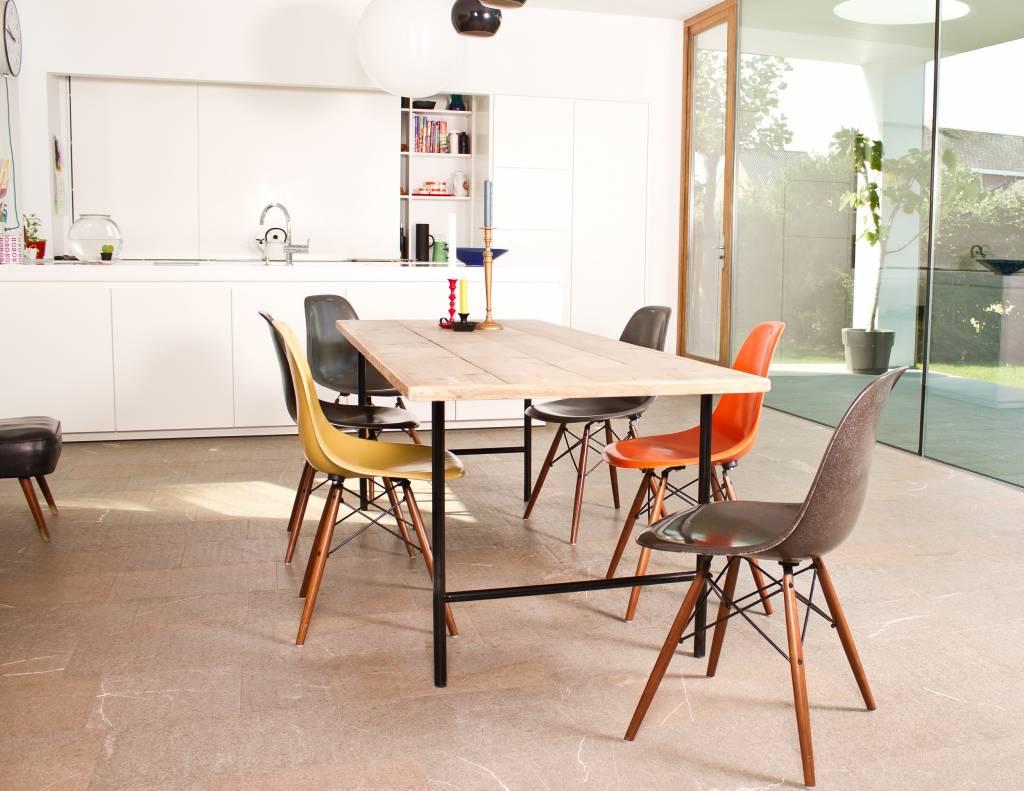 Tafel steigerhout met ronde poten staal pure wood design - Tafel eetkamer industriele ...