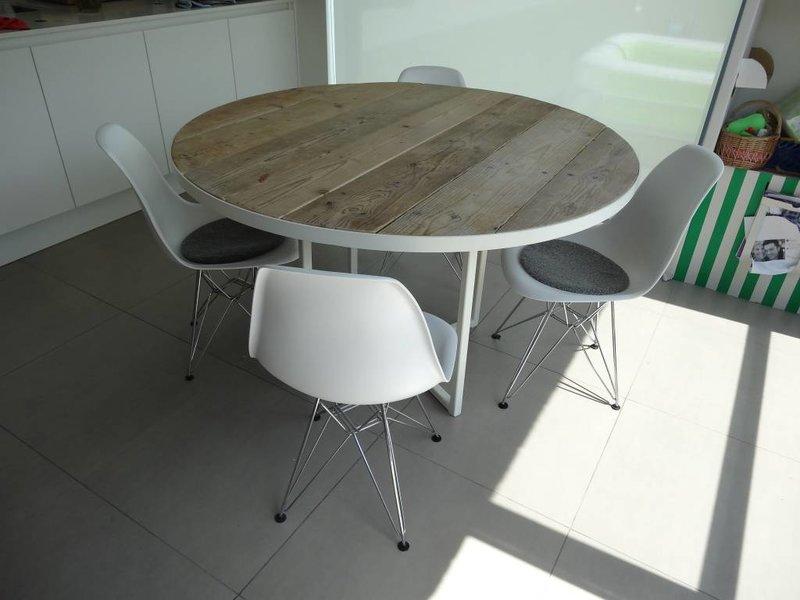 """""""Ringsted"""" Table ronde en pin recyclé et métal"""