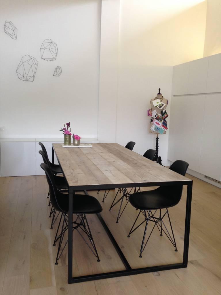 pure wood design industriele tafel steigerhout met ingelegd blad en stalen frame pure wood design. Black Bedroom Furniture Sets. Home Design Ideas