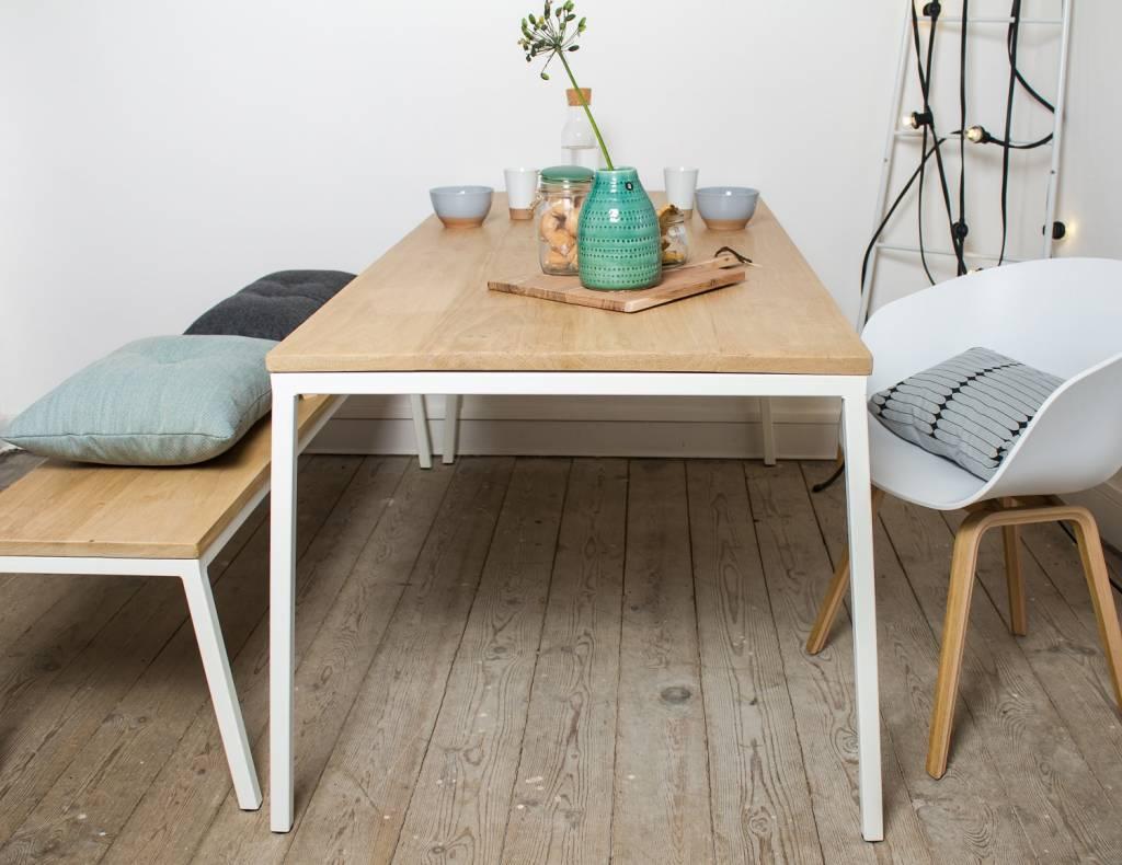 Norberg eiken tafel met stalen frame schuin pure wood design