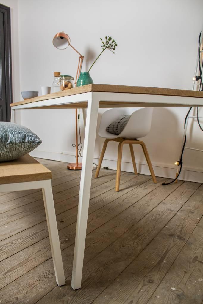39 norberg 39 eiken tafel met stalen frame schuin pure wood for Eiken design tafel