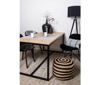 table en chêne avec châssis en acier