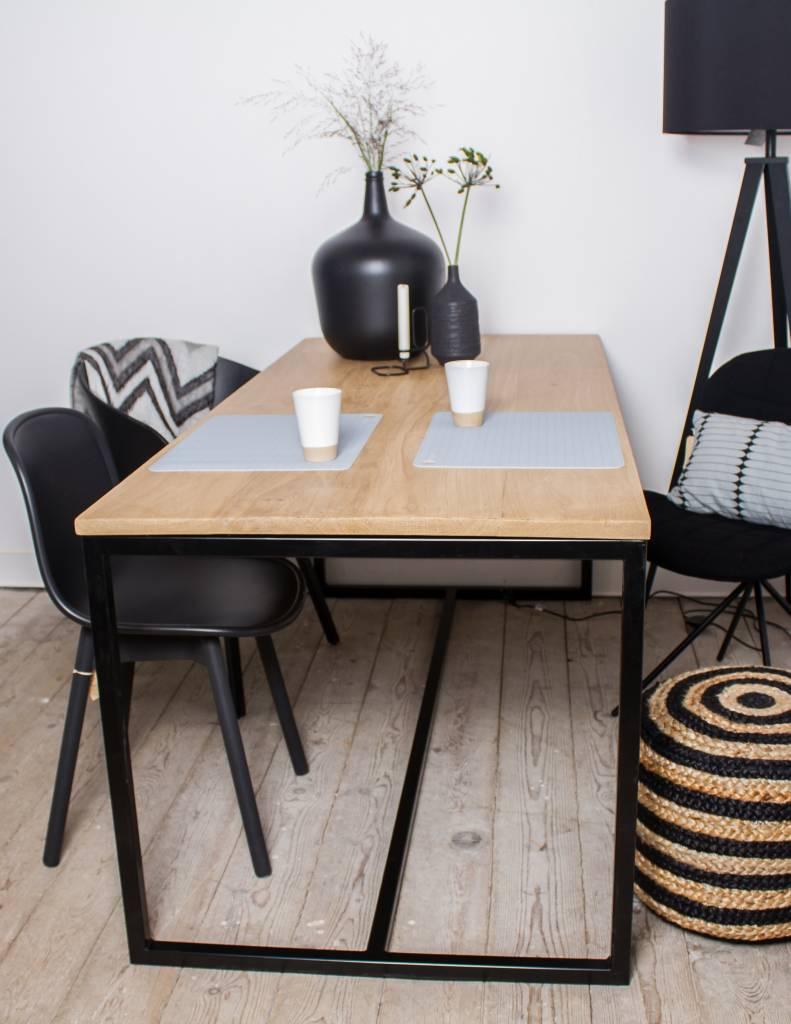 39 alesund 39 eiken tafel met stalen frame pure wood design for Eiken tafel