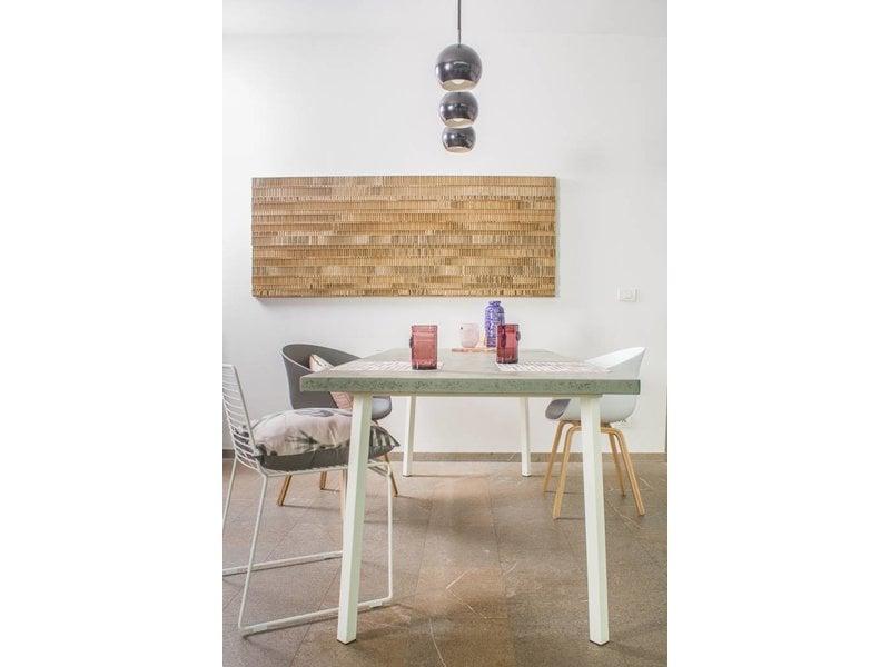 'Finnmark' tafel uit chipwood en stalen frame met gedraaide poten
