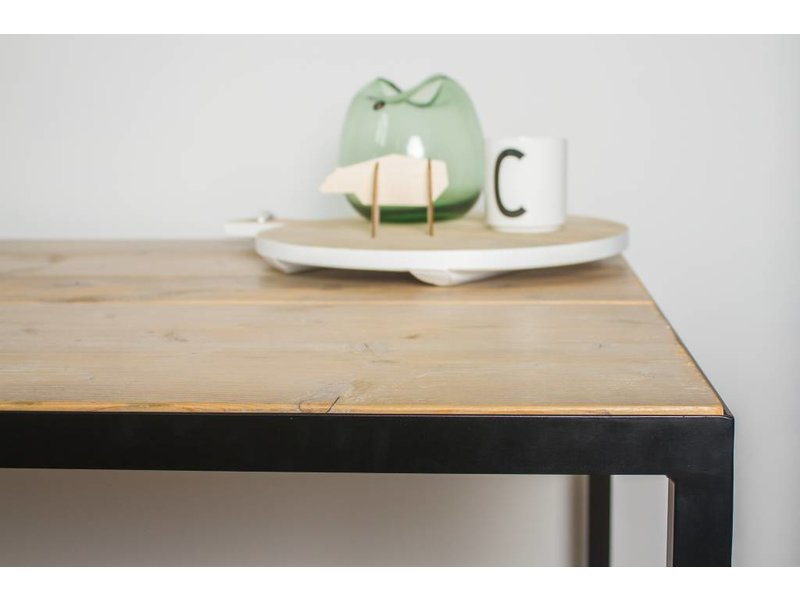 """""""Hedensted"""" table en pin recyclé au style industriel sophistiqué"""