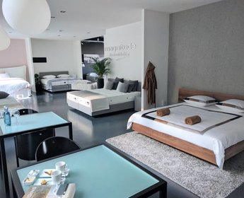 [more] Design bed Riva in Amerikaanse Walnoot