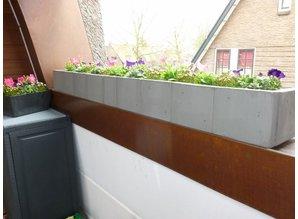 Lange lage bloembak