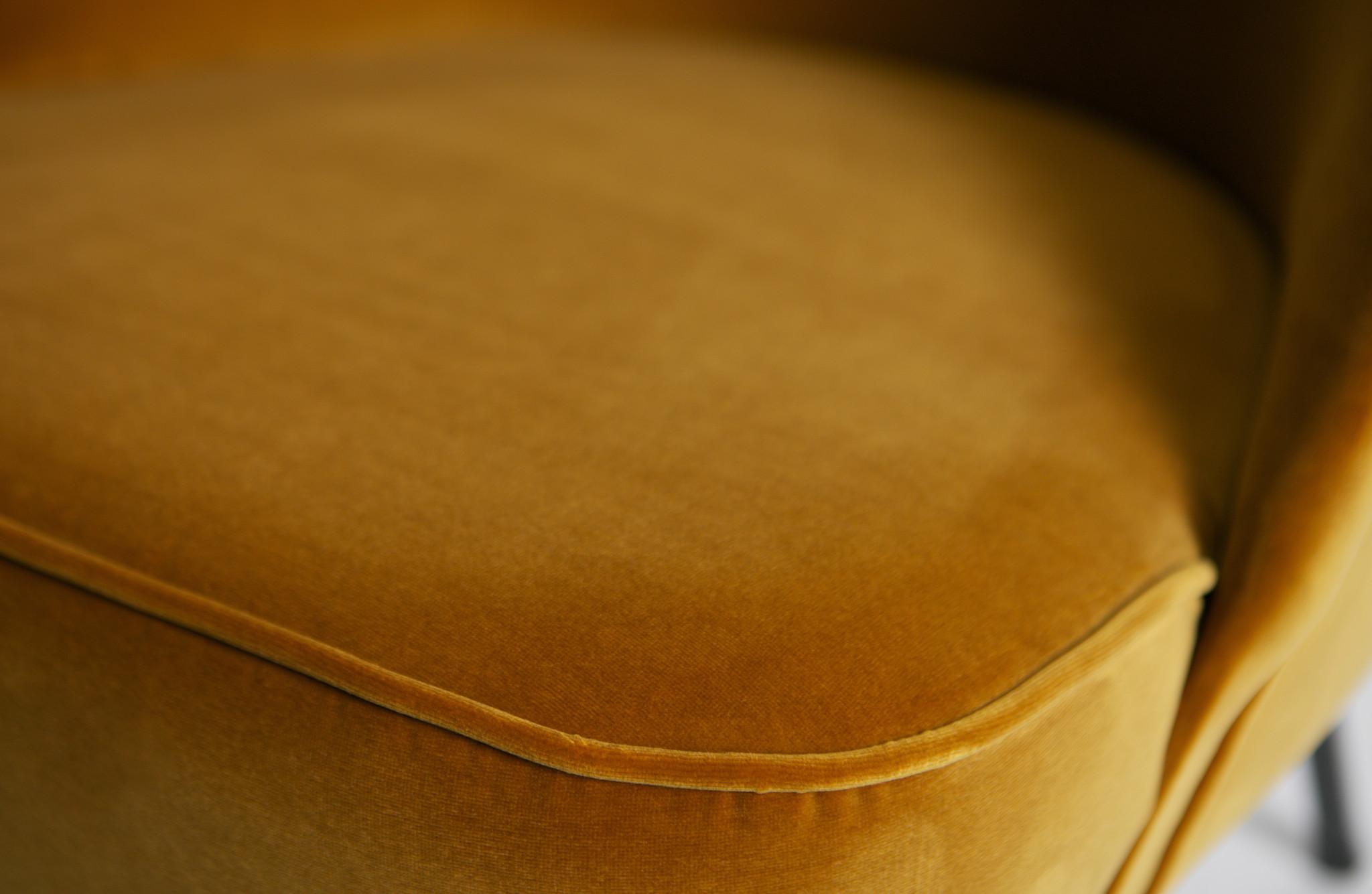 Vogue fauteuil mosterd velvet detail