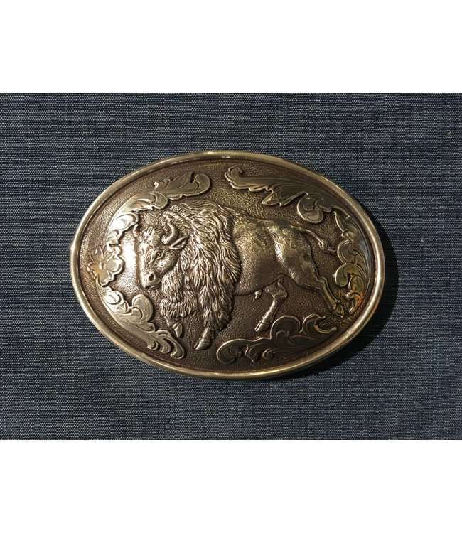 Silver colored buckle with buffalo