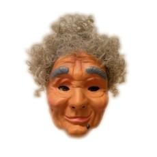 Masker Sarah met haar plastic