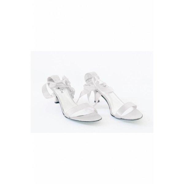 Schoen met touwtjes wit