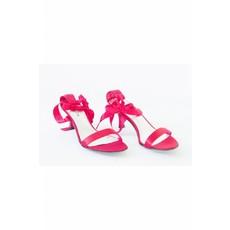 Schoen met touwtjes rood