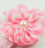 Baby haarbandje chevron bloem met parel (lichtroze)