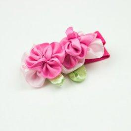 Haarspeldje met twee satijnen bloemetjes (roze)