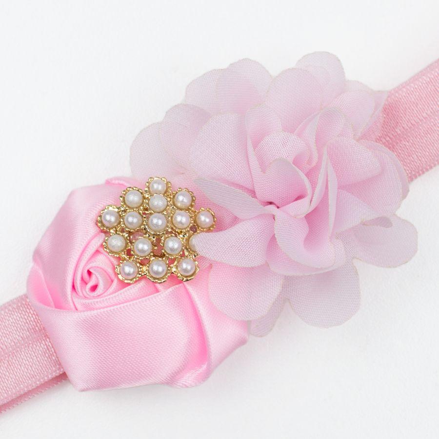 Baby haarbandje bloemen satijn/chiffon met parels (roze)