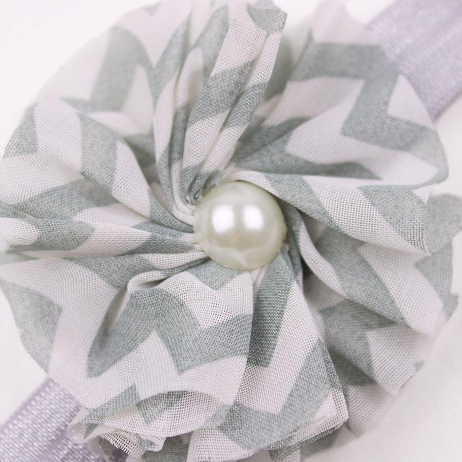 Baby haarbandje chevron bloem met parel (grijs)