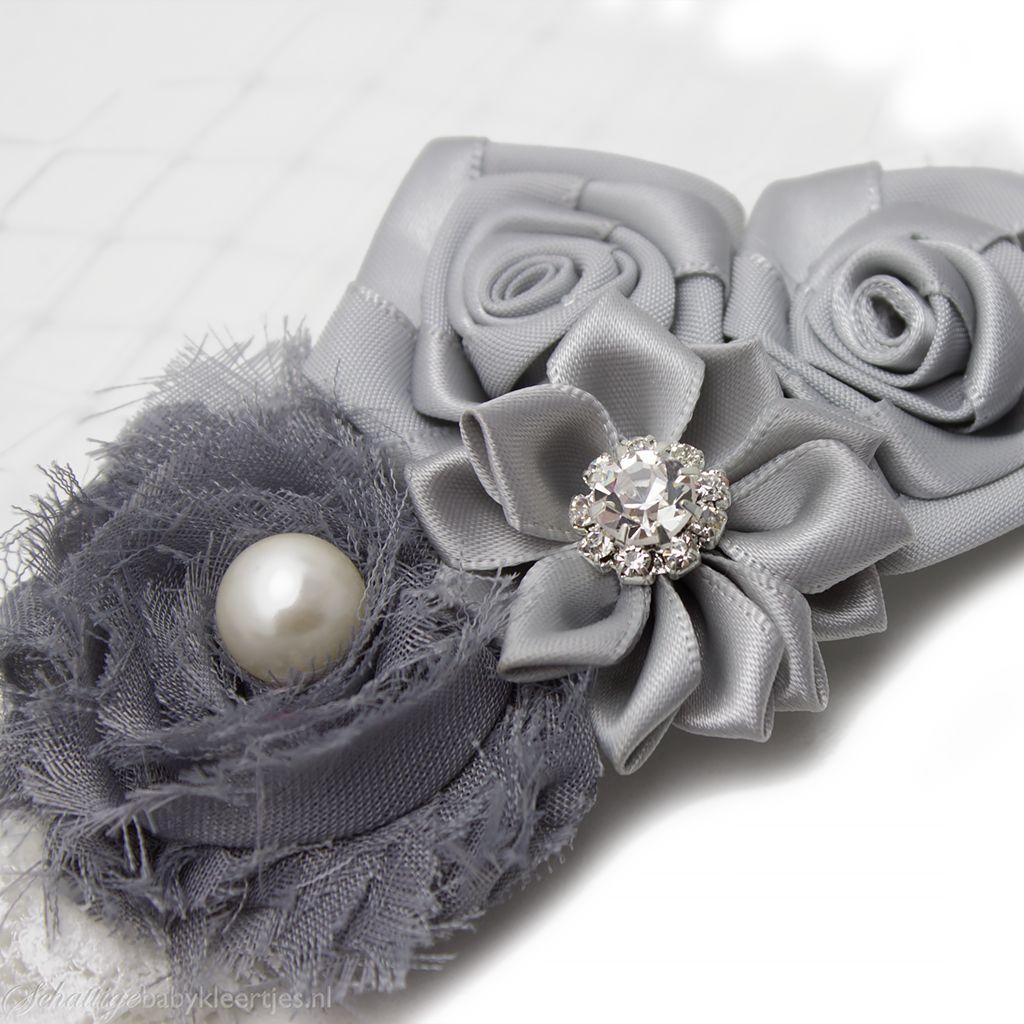 Baby haarbandje vier bloemen op kant (grijs)