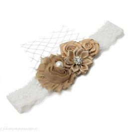 Haarbandje vier bloemen op kant (donkerzand)