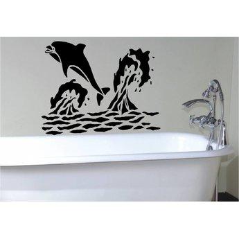 Dolfijn springt uit water.
