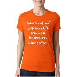 Nou en of wij weten hoe je een man buitenspel moet zetten... dames WK  T-shirt.