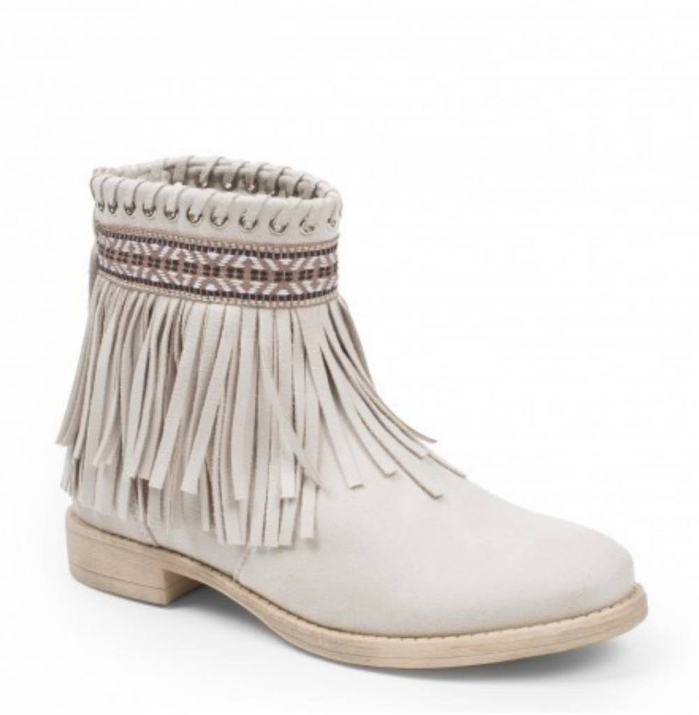 Pretty Fringe Boots