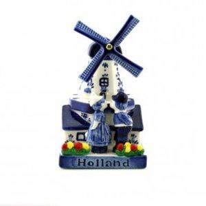 Typisch Hollands Windmühle mit Küssen der Paare
