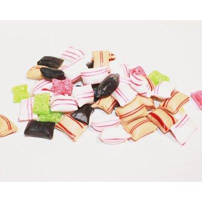 Typisch Hollands Churn mit sortierten Süßigkeiten