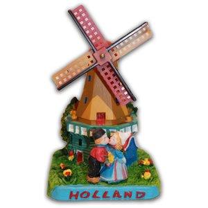 Typisch Hollands Molen met kuspaar Holland
