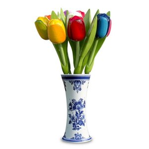 Typisch Hollands Hölzerne Tulpen in der Vase