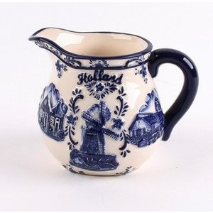 Typisch Hollands Delft blue milk jug