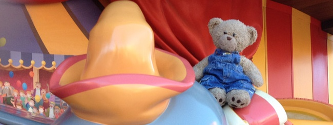 Verloren teddybeer Toby geniet in Disney World