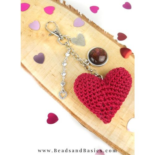 A self-Making Key With A Heart Crochet - DIY