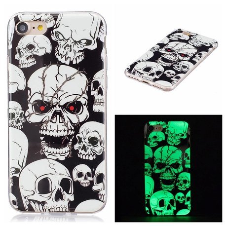 Glow in the dark skulls. Iphone 7 flexibel hoesje