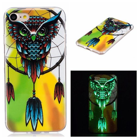 Glow in the dark uil. Iphone 7 flexibel hoesje