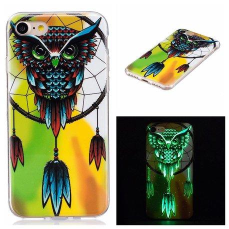 Glow in the dark uil. Iphone 7 flexibel hoesje