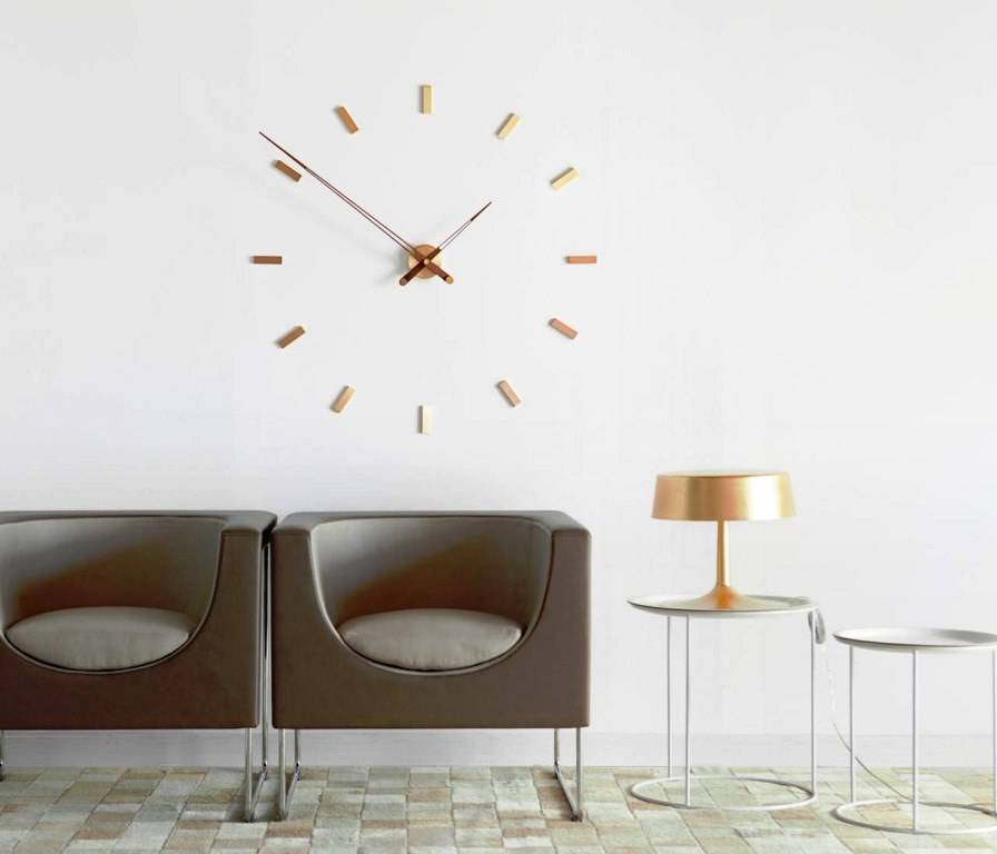 Wall clocks in interior decor