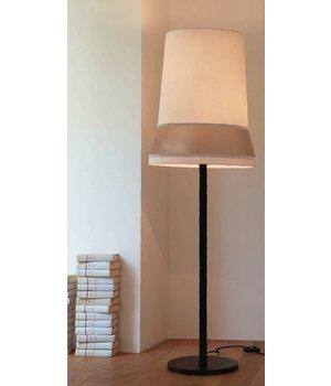 Contardi Design Stehlampe 'Audrey' dekoriert mit Seide Akzenten.