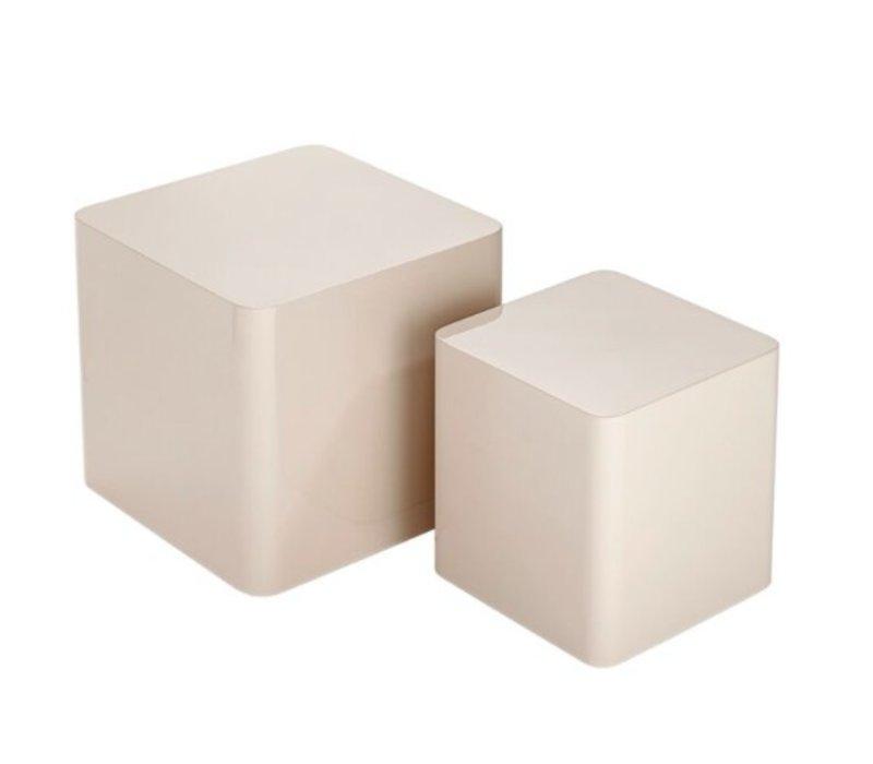 Beistelltische quadratisch, hochglanzlackiert, Set aus zwei verschiedenen Größen.