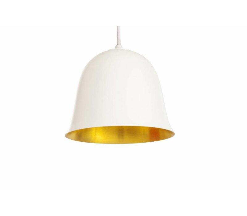 """Design-Hängelampe """"Cloche One"""" in weiß mit goldfarbener Innenseite."""