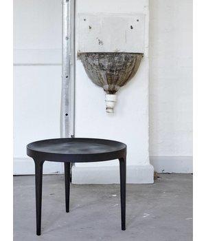"""NORR11 Runder Beistelltisch """"Ghost"""" mit 50 cm Durchmesser in der Farbe Raw Black."""