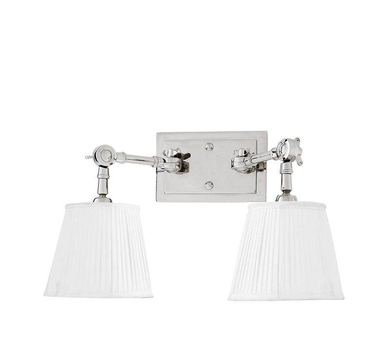 Wandlampe Wentworth Double mit weißem Plissée-Lampenschirm.