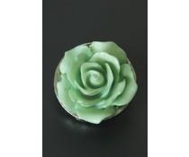 Button met lichtgroene roos