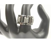 Grove zilverkleurige ring met glad/geribbeld structuur M18