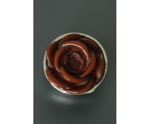 Button met bruine roos