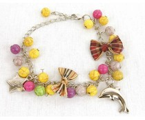 Kralen armband multi color met strikjes en bedels