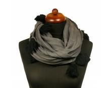 Col sjaal met kwasten